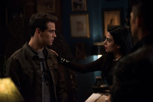 Izzy Reassures Simon - Shadowhunters Season 3 Episode 8