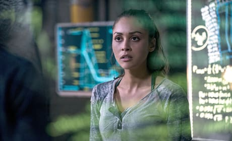 Working Against the Clock - The 100 Season 2 Episode 14
