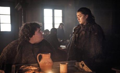 Arya Gets Some Pie - Game of Thrones Season 7 Episode 2