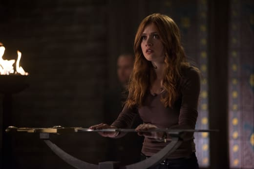 The Look Of Fear - Shadowhunters Season 3 Episode 8