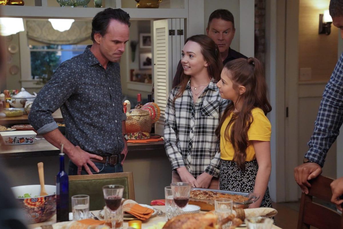Hosting Thanksgiving - The Unicorn - TV Fanatic