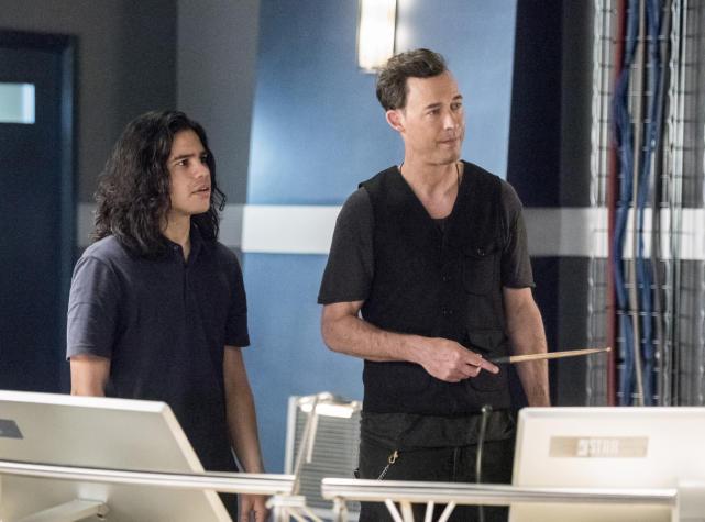 Strategizing - The Flash Season 3 Episode 22