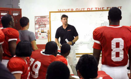 """Friday Night Lights Review: """"On the Outside Looking In"""""""