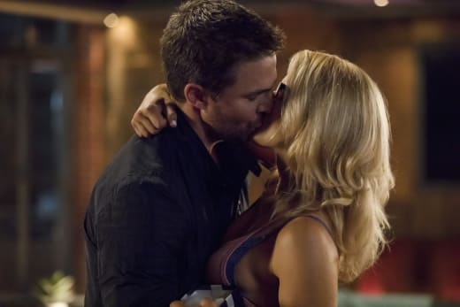 The Romance Is Back - Arrow Season 6 Episode 3