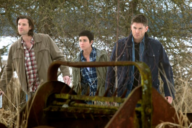 Sam, Sheriff Mills and Dean Tracking Vampires