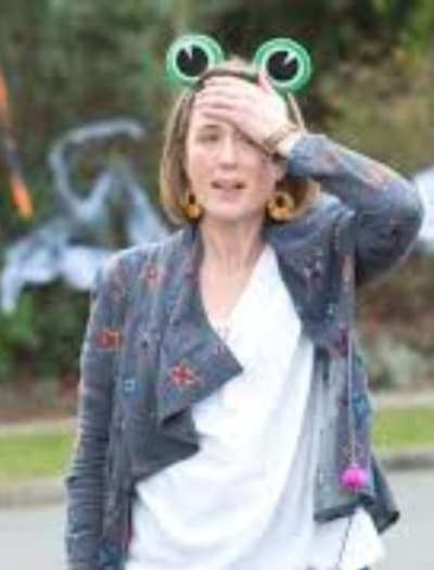 Sonya Loses Nell - Neighbours