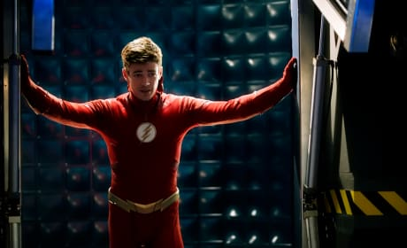 Barry In The Flash Suit ORIGINAL Season 5 Episode 10