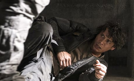 Bellamy Knocked Down - The 100 Season 3 Episode 8
