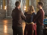 Arrow and Supergirl Meet - The Flash Season 3 Episode 8