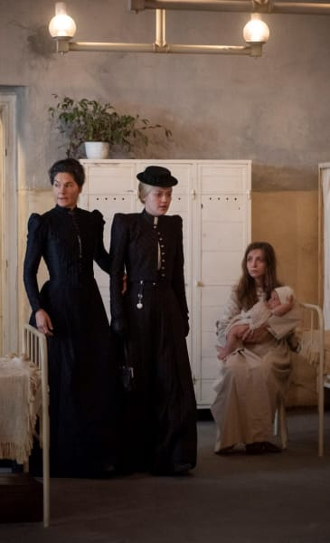 Unwanted Visitor -- Tall - The Alienist: Angel of Darkness Season 1 Episode 3