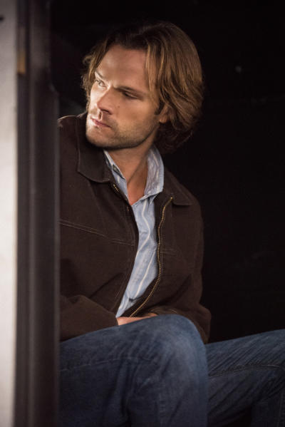 Sam waits in the vehicle - Supernatural Season 12 Episode 9