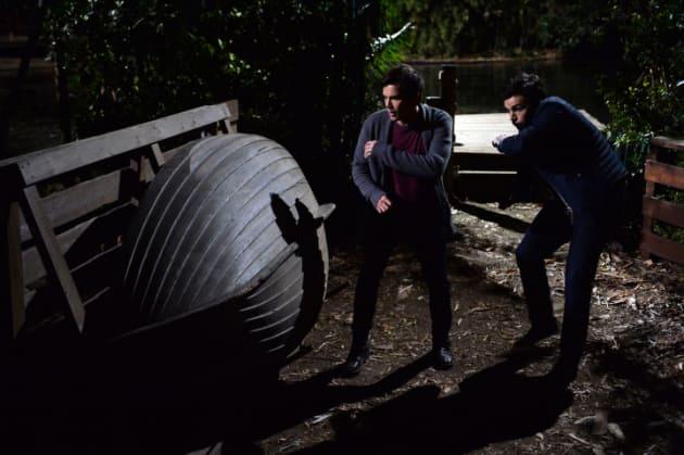 Dodging Arrows - Pretty Little Liars Season 5 Episode 24