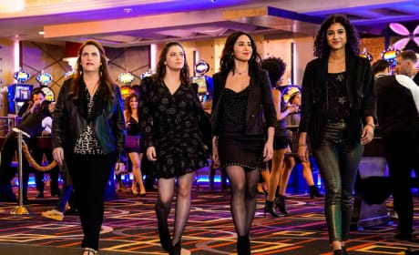 Everyone in Vegas - Crazy Ex-Girlfriend Season 4 Episode 15