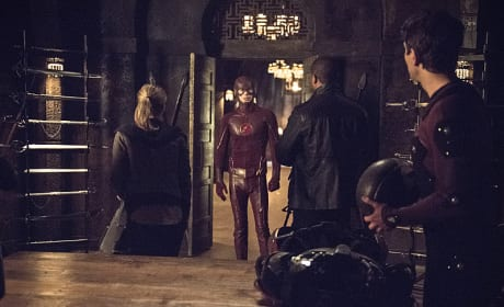 Did Somebody Call for a Hero? - Arrow Season 3 Episode 23