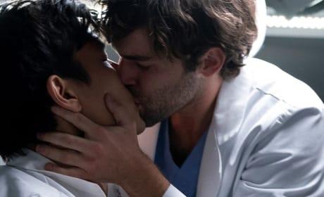 Bold Move - Tall - Grey's Anatomy Season 15 Episode 8
