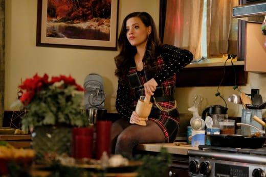 Christmas Traditions - Charmed (2018)