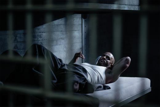 Prison Shadow Moon - American Gods Season 1 Episode 1