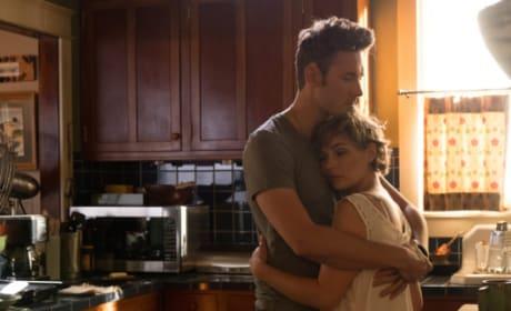 Scarlett and Gunnar hug - Nashville Season 5 Episode 5