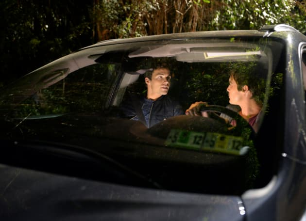 Teaming Up - Pretty Little Liars Season 5 Episode 24