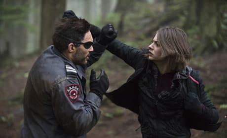 Man to Girl Combat - Arrow Season 3 Episode 14