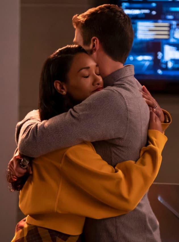 WestAllen Embrace - The Flash Season 5 Episode 8