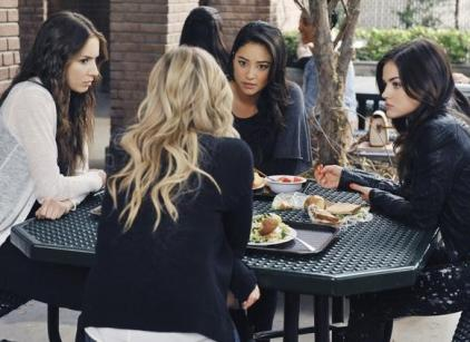 Watch Pretty Little Liars Season 2 Episode 11 Online
