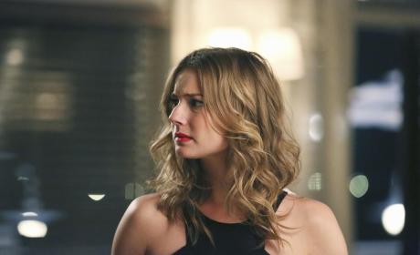 Emily Looks Confused - Revenge Season 4 Episode 12