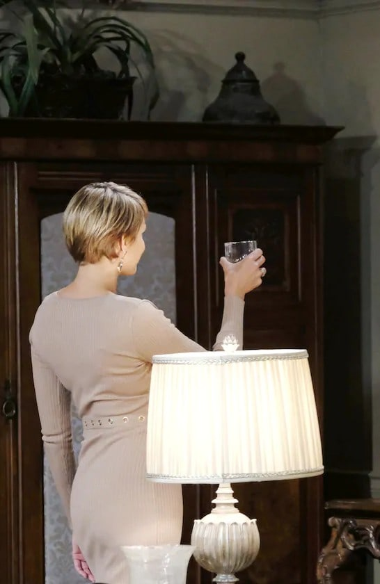 Faux Nicole Scores A Point - Days of Our Lives