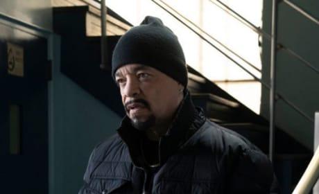 In the Garage - Law & Order: SVU Season 20 Episode 15