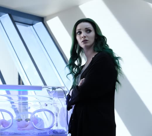 Lorna Looks Over the Baby - The Gifted Season 2 Episode 3
