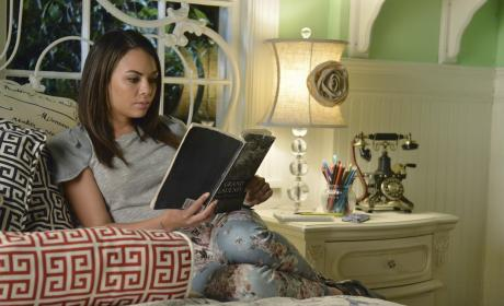 Mona's Room - Pretty Little Liars Season 5 Episode 12