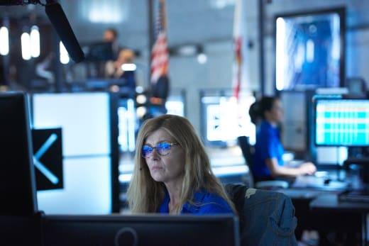 Operator - 9-1-1 Season 1 Episode 1