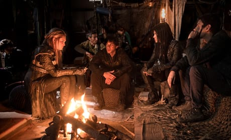 Socializing - The 100 Season 3 Episode 14