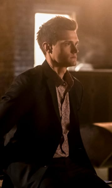 Ralph In The Distance - The Flash Season 5 Episode 14