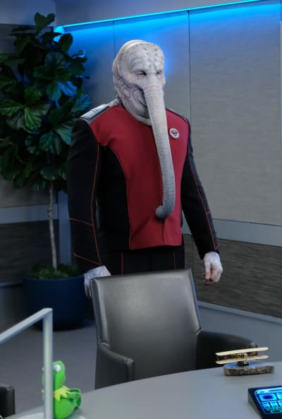 Vertical Warburton - The Orville Season 2 Episode 3