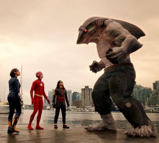 Team Flash Reasons With King Shark - The Flash Season 5 Episode 15