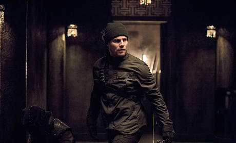 On the Move - Arrow Season 3 Episode 15