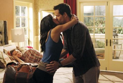 Jules & Grayson Kiss