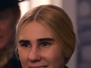 Louisa May Alcott - Dickinson Season 1 Episode 8