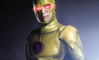 The Flash First Look: Tom Cavanaugh as Reverse Flash!