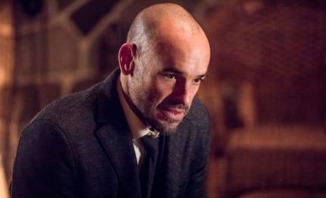 Holding On - Arrow Season 6 Episode 14