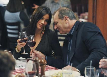 Watch Modern Family Season 2 Episode 8 Online