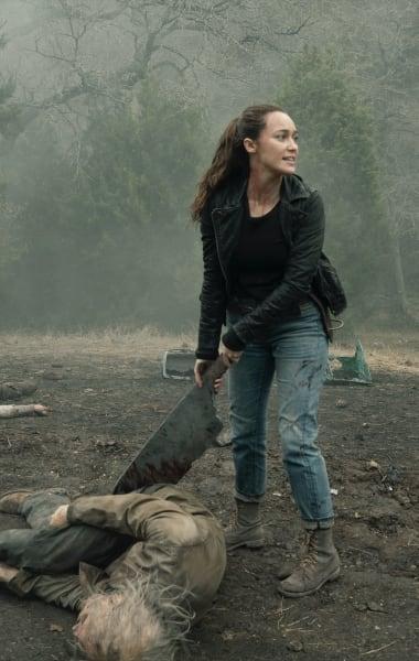 Alicia's New Weapon - Fear the Walking Dead Season 5 Episode 1