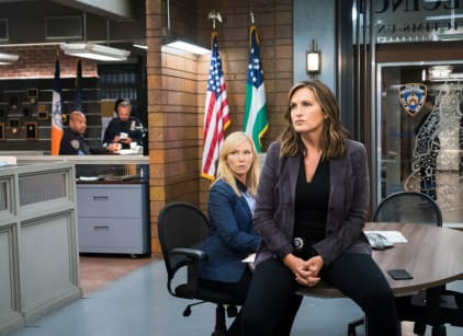 Watch Law & Order: SVU Season 19 Episode 6 Online