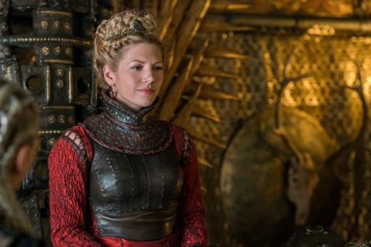Lagertha in Red - Vikings Season 4 Episode 17