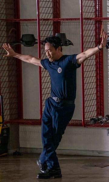 Strike A Pose - 9-1-1 Season 2 Episode 12