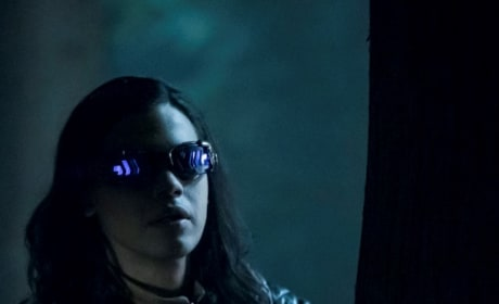 Vibe Hides From Cicada- The Flash Season 5 Episode 3