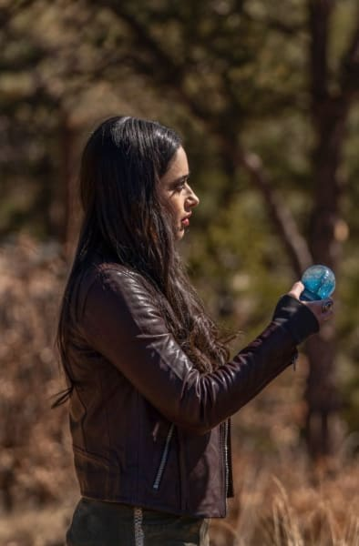 On Opposite Sides - Roswell, New Mexico Season 3 Episode 9