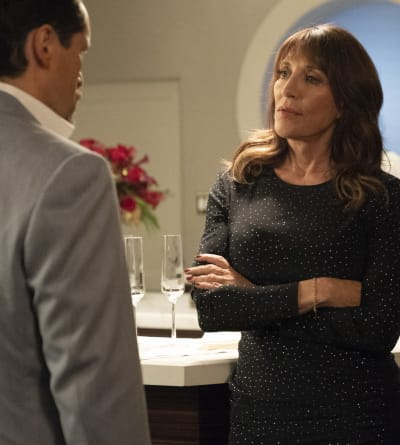 Teresa Puts Santiago in his Place - Grand Hotel Season 1 Episode 11