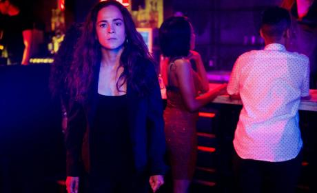 Teresa Makes a Call - Queen of the South Season 2 Episode 9